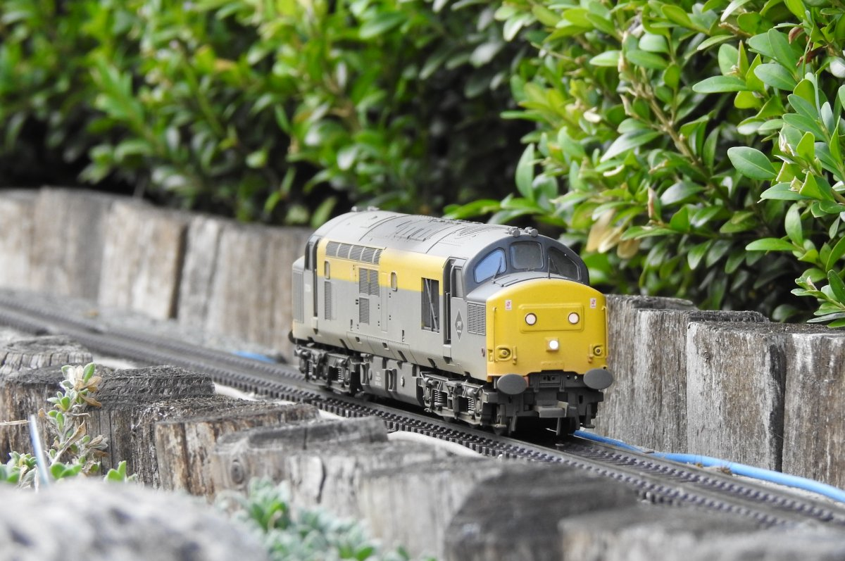 37254 heads towards Stack Gill viaduct