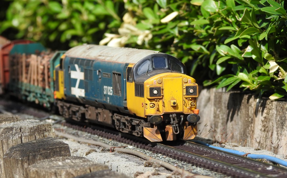 37025 heads towards Stack Gill viaduct