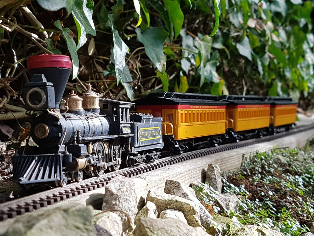 """Genoa"" by Rivarossi with Bachmann passenger cars"