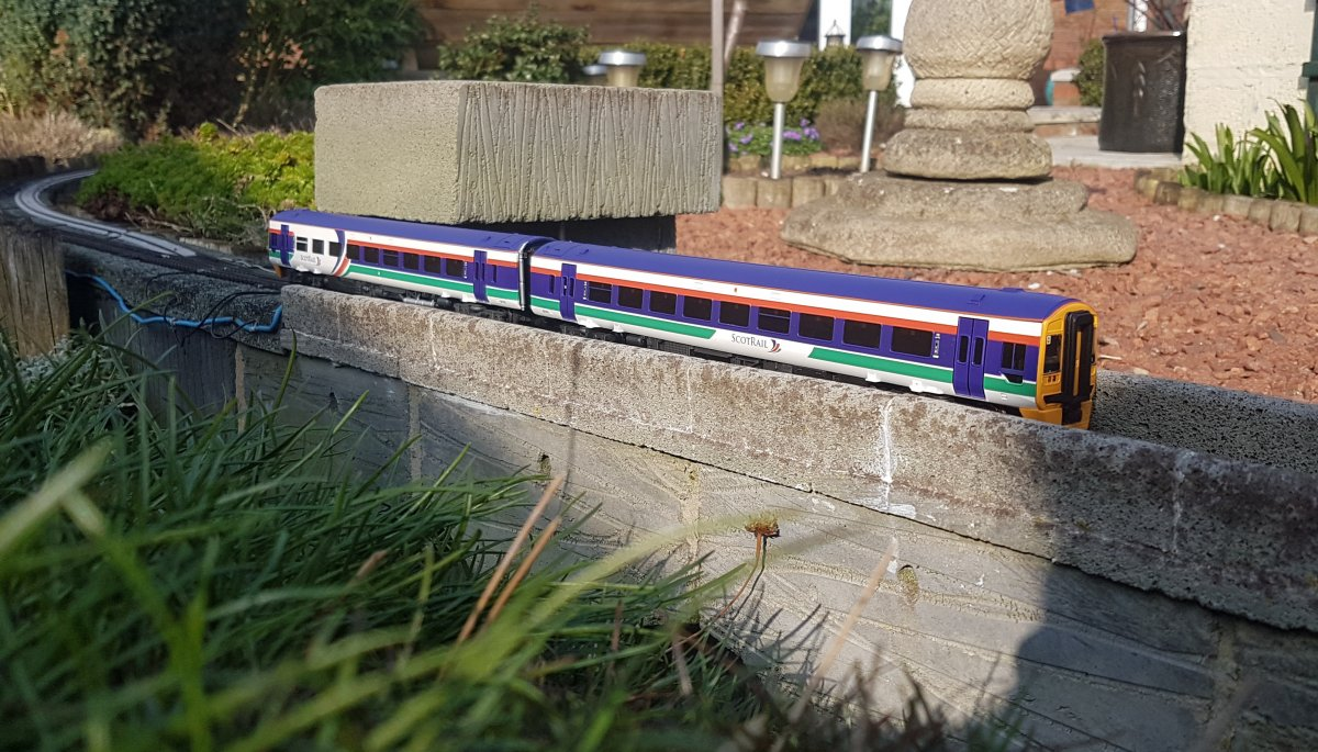 Bachmann class 158 in Scotrail livery
