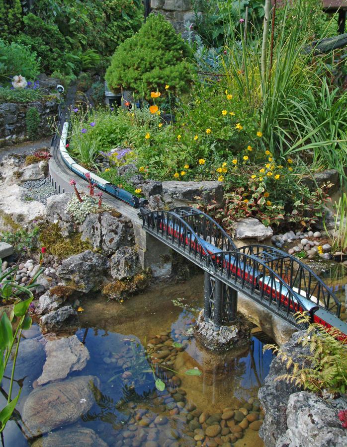 Bridge accross pond.jpg