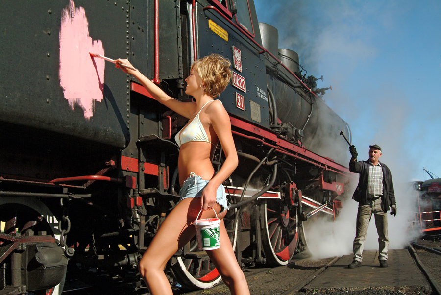 Loco re-painting in Poland with annoyed driver..jpg