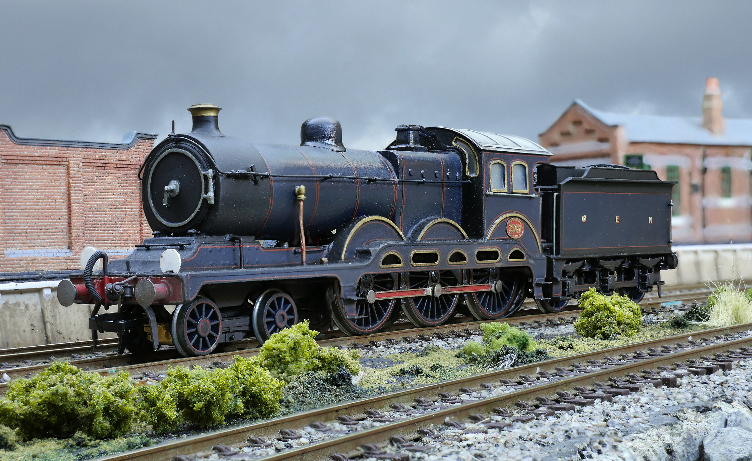 GER S8 B12 stands in Flackwell Stn.jpg
