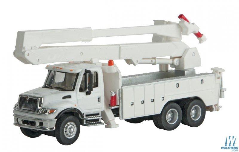 internationalr_7600_utility_truck_wbucket_lift_assembled_949-11753_big.jpg